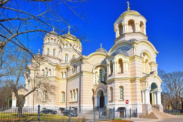 Cathédrale de la nativité du christ à riga la cathédrale de l'église orthodoxe lettone