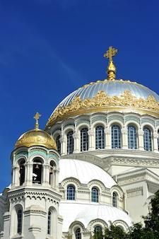 Cathédrale navale de saint-nicolas le travailleur merveilleux - la cathédrale orthodoxe de saint-pétersbourg (kronstadt)
