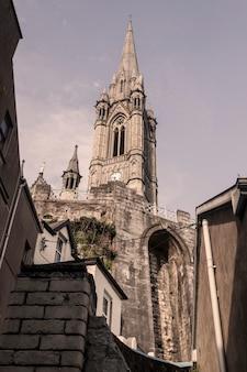 Cathédrale néo-gothique de cobh, comté de cork. côte sud de l'irlande