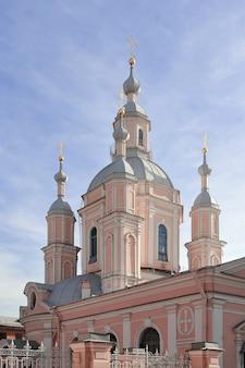Cathédrale saint-andré - cathédrale orthodoxe sur l'île vasilevsky à saint-pétersbourg, russie