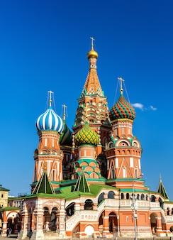 Cathédrale saint-basile sur la place rouge à moscou, fédération de russie