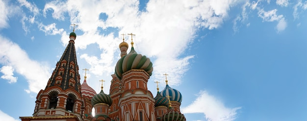 Cathédrale saint-basile sur la place rouge à moscou, russie, mise en page panoramique