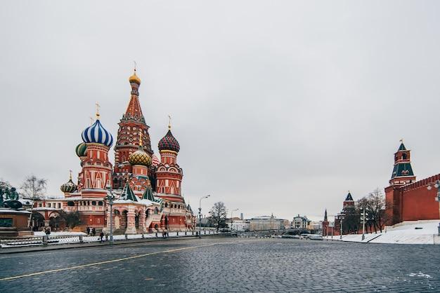 Cathédrale saint-basile sur la place rouge, moscou, russie