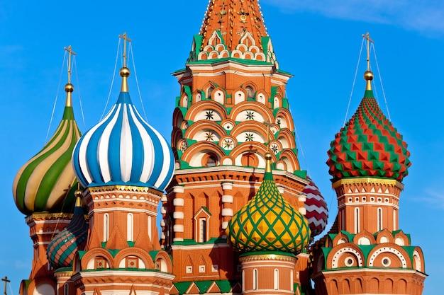 Cathédrale saint-basile pokrovsky sur la place rouge à moscou, russie