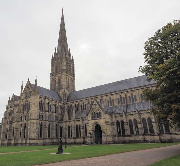 Cathédrale de salisbury (alias église cathédrale de la bienheureuse vierge marie) à salisbury, royaume-uni