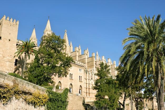 La cathédrale de santa maria de palma de majorque, en espagne