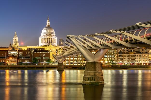 Cathédrale st paul avec pont du millénaire