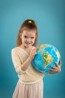 Caucasien, fille, tenue, globe