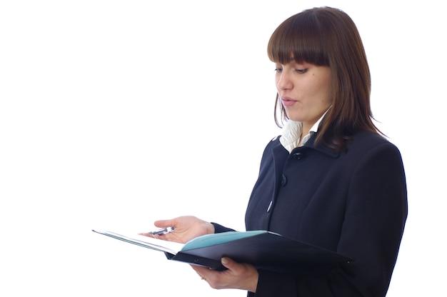 Caucasienne jeune femme blanche pose avec carnet et stylo
