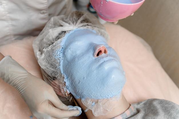 Causer des masques cosmétiques.
