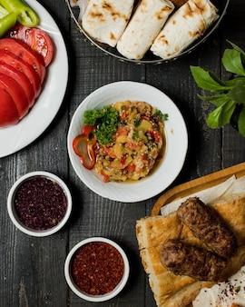 Caviar d'aubergines avec kebab lule