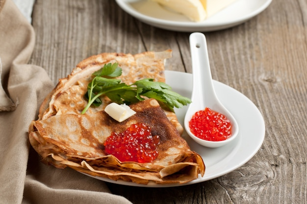 Caviar rouge sur crêpes
