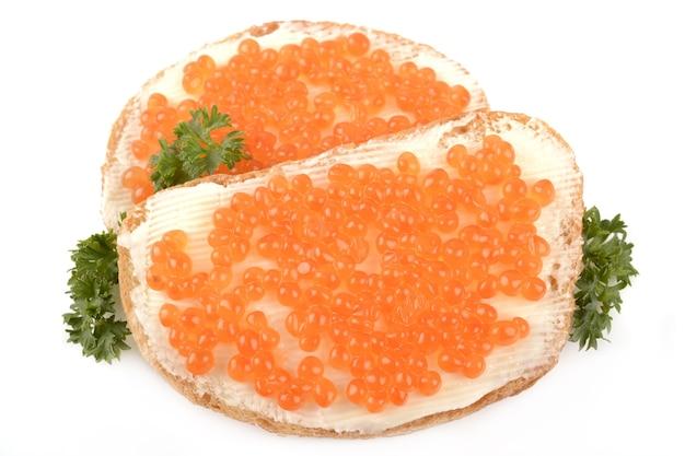 Caviar rouge sur fond blanc