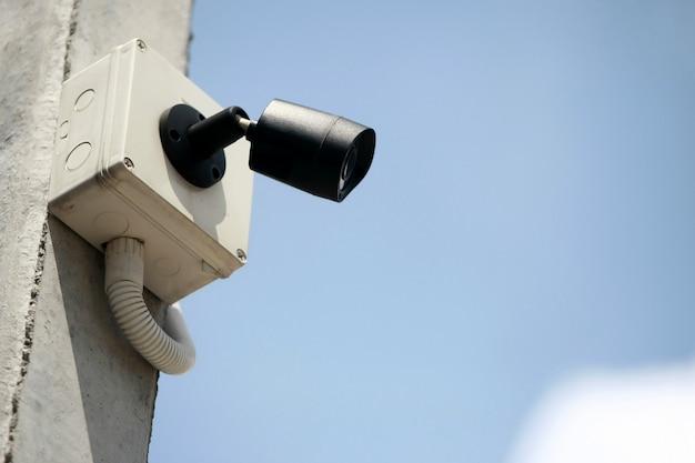 Cctv, caméra en circuit fermé avec ciel bleu