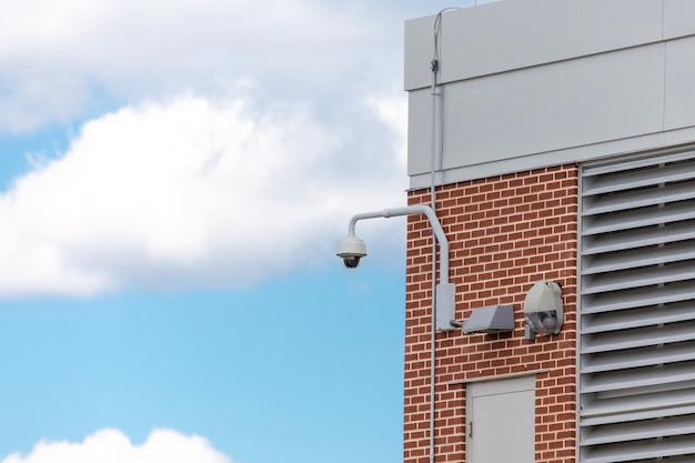 Cctv caméra de surveillance de sécurité dans une rue