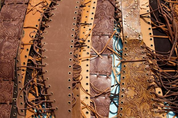 Ceinture maroquinerie couleur marron avec franges