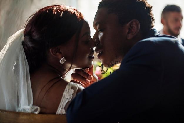 Célébration du mariage des jeunes mariés d'origine africaine