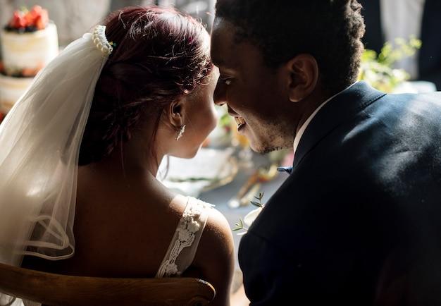 Célébration du mariage des mariés de la descente africaine