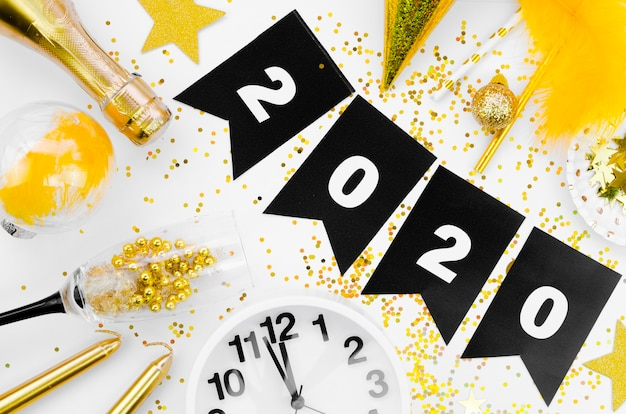 Célébration du nouvel an 2020 guirlande et horloge