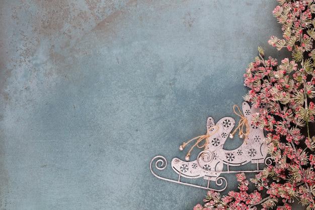 Célébration du nouvel an et fond de noël avec des fleurs dorées
