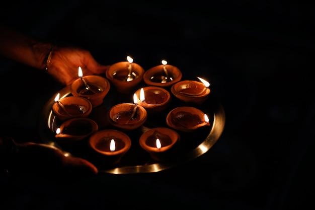 Célébration de la fête indienne diwali