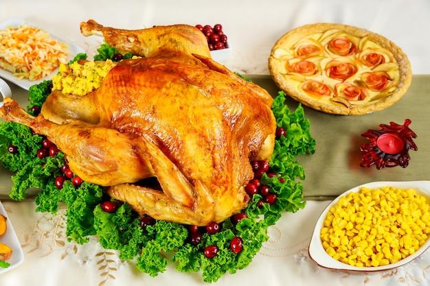 Célébration thanksgiving day avec une cuisine festive traditionnelle.