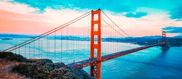 Célèbre golden gate bridge, san francisco, traitement photographique spécial.