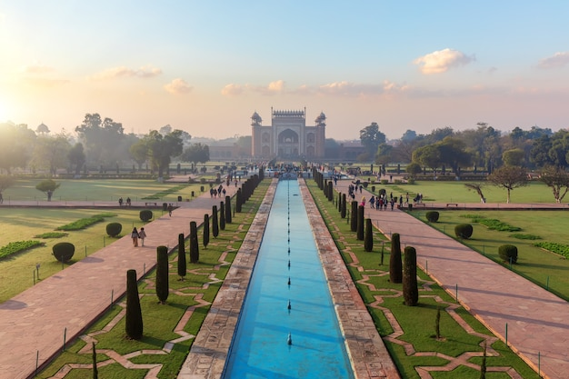 Célèbre grande porte du taj mahal, inde, uttar pradesh, agra.