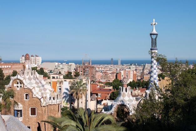 Célèbre parc guell situé à barcelone, en espagne.