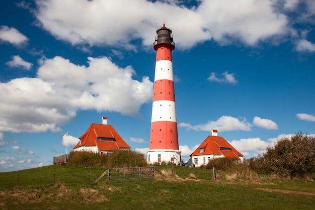 Célèbre phare de westerhever sur la côte de la mer du nord, allemagne
