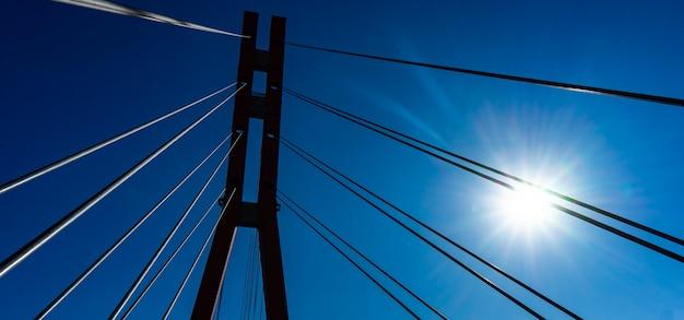Célèbre pont universitaire rouge à tbilissi