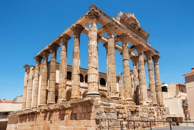 Le célèbre temple romain de diane à mérida, province de badajoz, estrémadure, espagne.