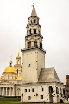 Célèbre tour penchée de nevyansk