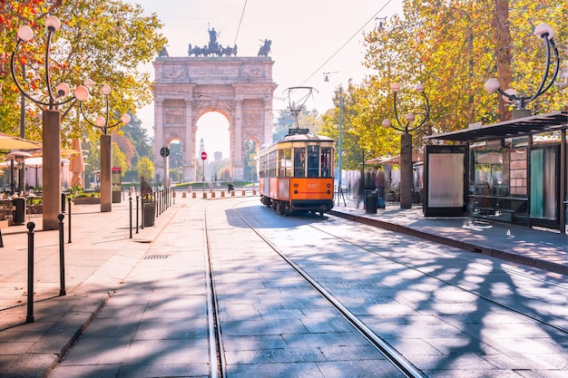 Célèbre tramway vintage à milan, lombardie, italie