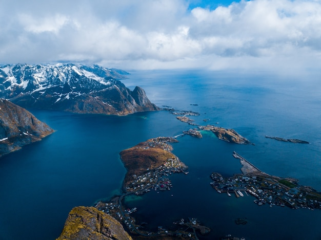 Célèbre village de pêcheurs d'attraction touristique sur les îles lofoten.