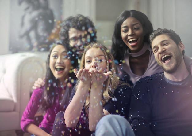 Célébrer avec des amis
