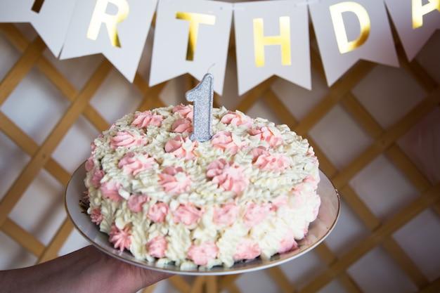 Célébrer le premier anniversaire. organisation de fêtes d'enfants