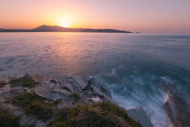 Les célèbres roches jumelles sur la côte d'hendaia au pays basque.
