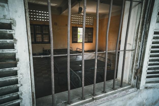 Cellule de prison de s21 la tristement célèbre prison de torture par les khmers rouges à phnom penh au cambodge