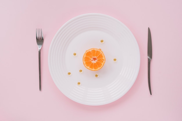 Cellules d'orange et de miel sur un plat