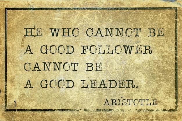 Celui qui ne peut pas être un bon disciple - citation du philosophe grec aristote imprimée sur du carton vintage grunge