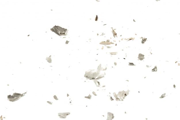 Cendres de cigarettes isolés sur fond blanc