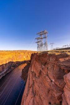 Centrale électrique sur le barrage