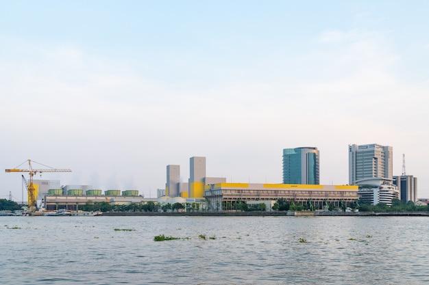 Centrale électrique dans la ville de bangkok.