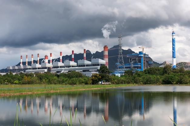 Centrale électrique production d'électricité à partir de charbon