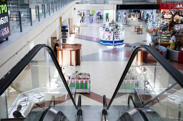 Centre commercial intérieur avec vue de dessus