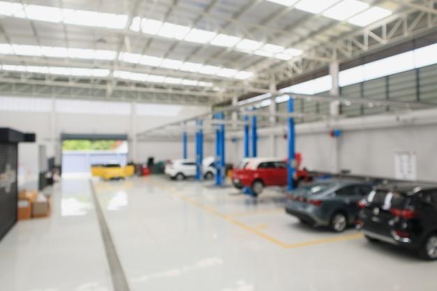 Centre de service de voiture avec auto à la station de réparation bokeh léger arrière-plan flou défocalisé