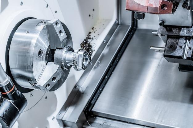 Un centre d'usinage cnc moderne traite la pièce. abstrait industriel.