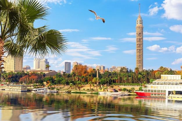 Centre-ville du caire, vue sur le nil et la tour, egypte.