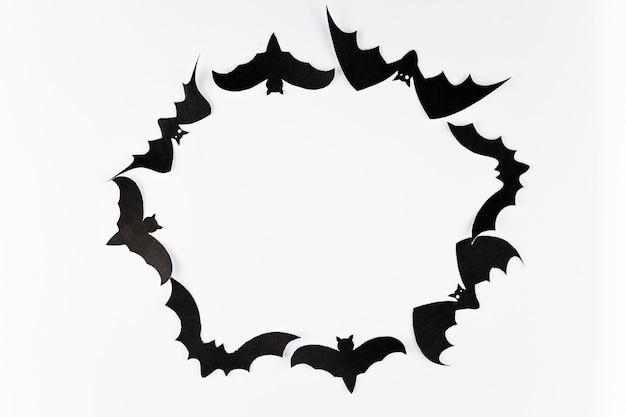 Cercle de chauves-souris noires
